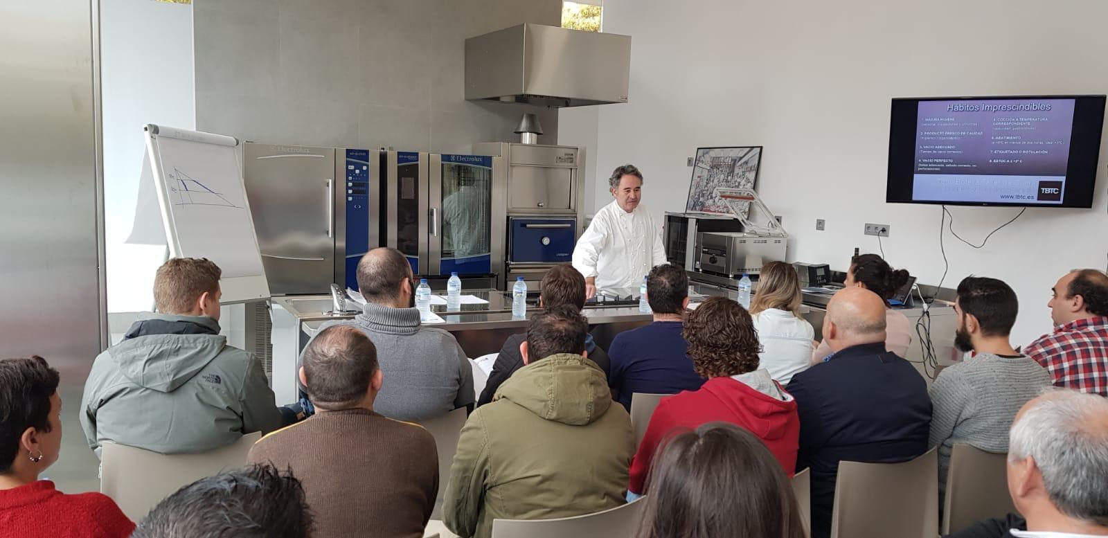 Tony Botella cocina al vacío en Granada